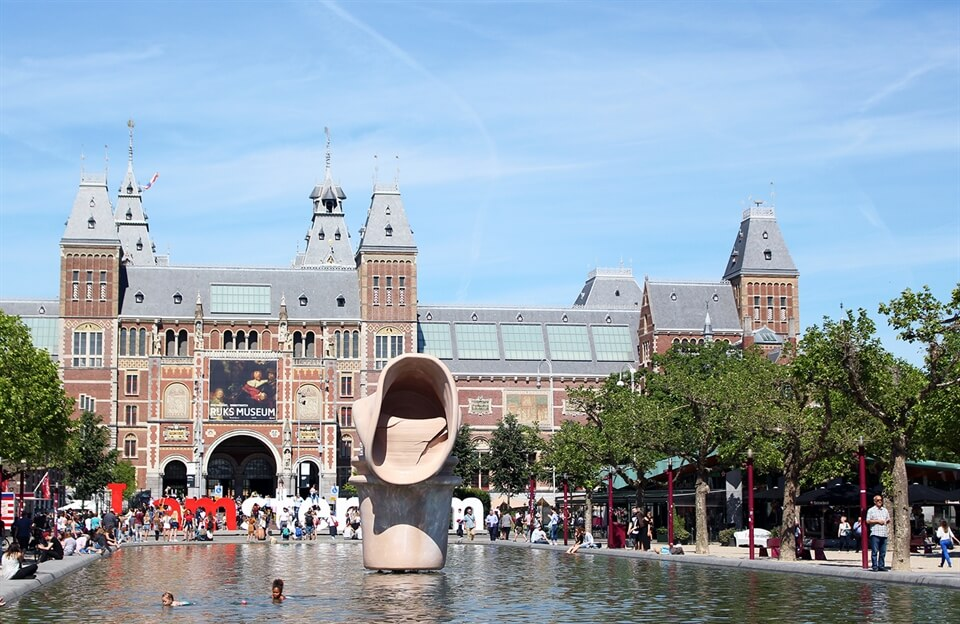 In Photos: Museumplein on a Sunny Day
