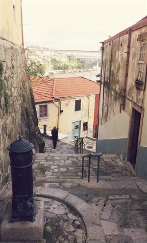 Best Kept Secret: Escadas Guindais, Porto