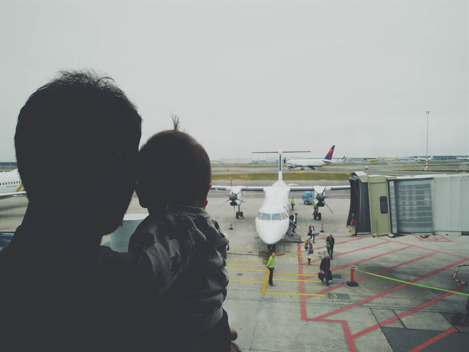 Travel Advice: Tips for Flying With a Baby
